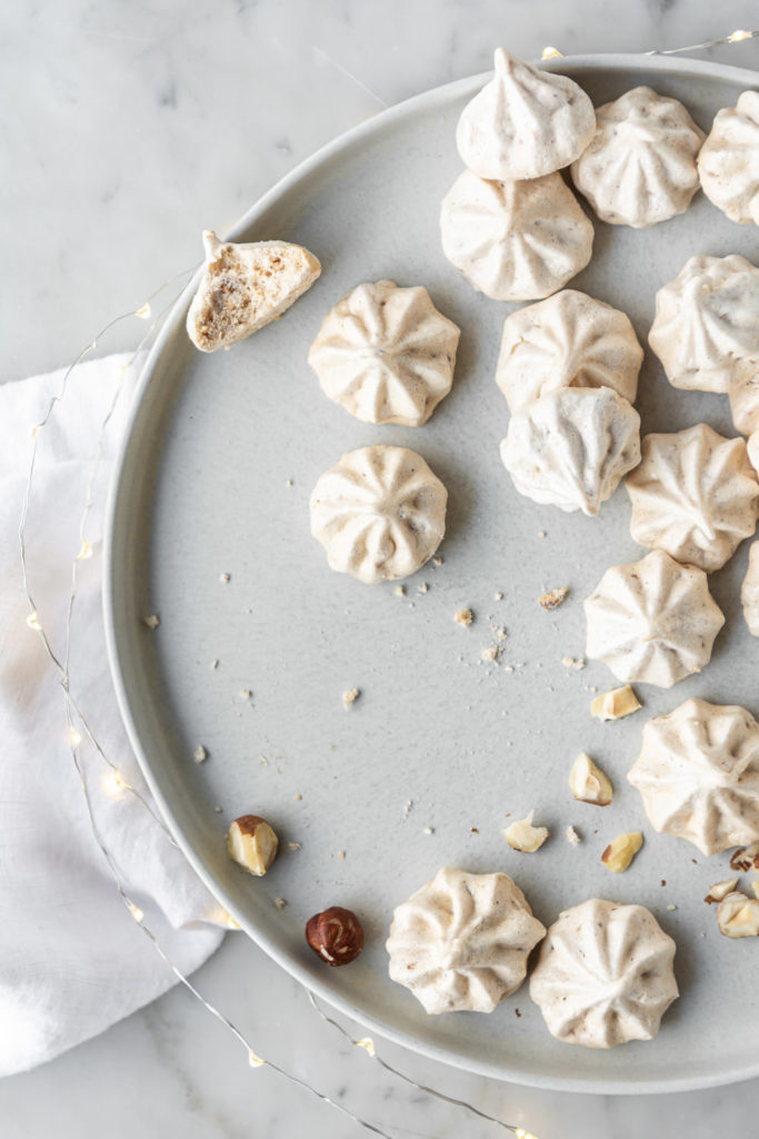 hazelnut cinnamon meringue cookies