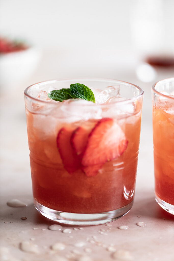 how to make a strawberry smash cocktail with amaretto and dark rum