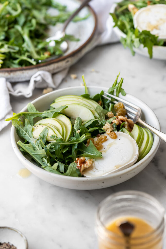 apple arugula salad with goat cheese and walnut dressing