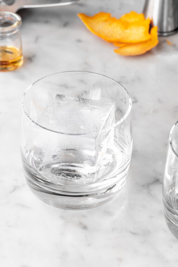 clear ice cubes for old fashioned cocktails